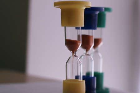 cronologia: Vierte arena en la sincronización de color sandglasses estudio aislado