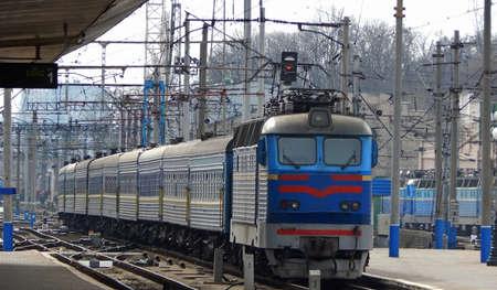 Electric Train Arrival To Platform Of Railway Station Stockfoto