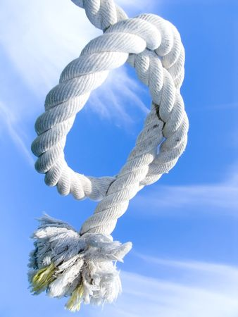 Unit from a rough cord on a background of the blue sky Stockfoto