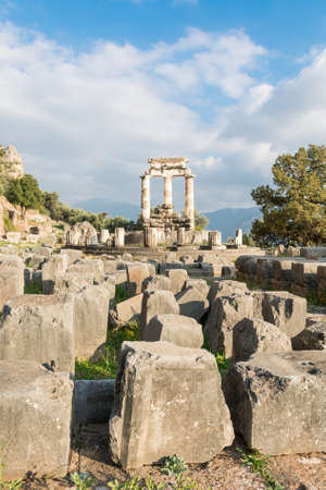 peloponnes: Ancient ruins of temple dedicated to Goddess Athena. Ancient Olimpia, Greece.