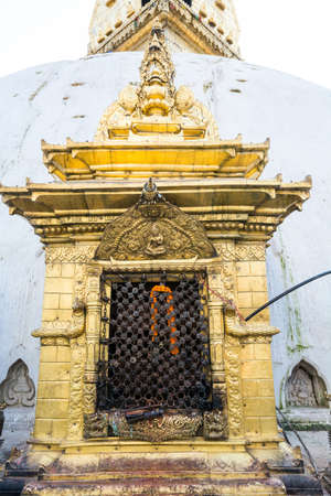 hinduist: Religious shrine. Ancient architecture at Monkey temple in Kathmandu. Stock Photo