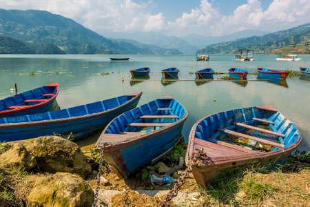 phewa: Boats anchored to a shore. Stock Photo