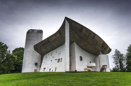 haut: La Notre Dame du Haut, Le Corbusier