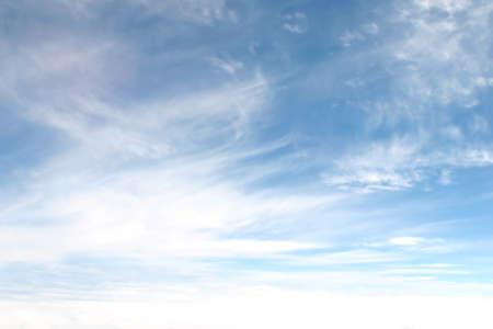 cielo despejado: cielo de verano