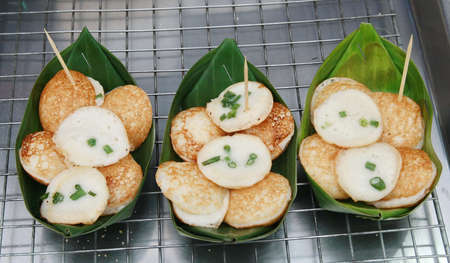 platanos fritos: Postre tailand�s, leche de coco con el polvo de frita