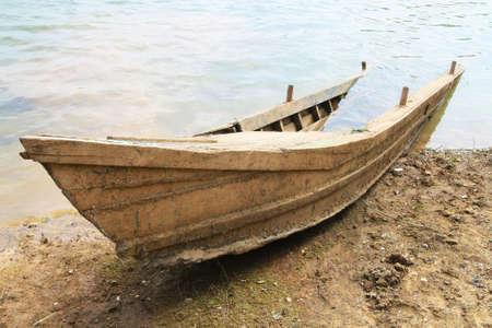 ruiner bateau en bois a coulé sur la plage Banque d'images