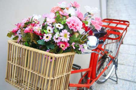 decorated bike: fiore su una bicicletta