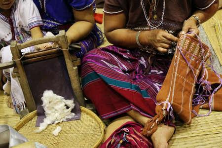 coser: las mujeres coser a mano, Tailandia