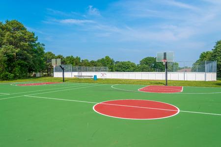 Outdoor basketball field at sunny day Reklamní fotografie - 41931327