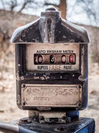 rikscha: Alte nicht funktioniert Meter im Inneren des Auto rikshaw