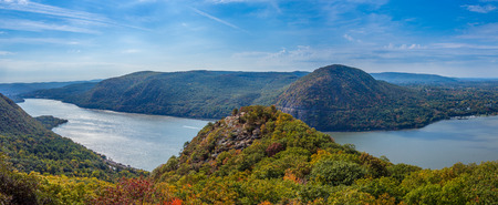 Panoramic view of Hudson River and Hundson Highlands from Breakneck Ridge 스톡 콘텐츠
