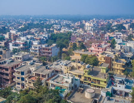 Panorama aéreo de la típica gran ciudad asiática Foto de archivo - 71252630