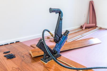 Hardhouten vloer en installatie gereedschap