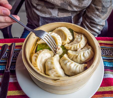 桃:ネパールのキッチンの伝統的な料理