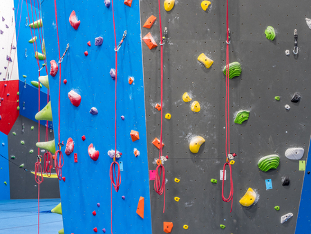 Walls of indoor rock climbing gym Imagens