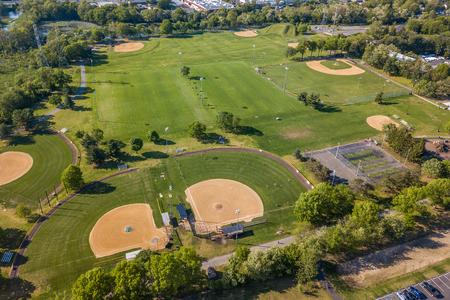 Luftaufnahme des Baseballfeldes im Landschaftspark