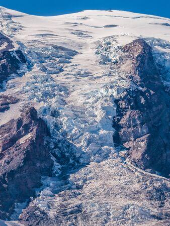 Glacier on top of Mount Rainier Reklamní fotografie - 128433899