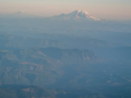 View on Mount Rainier from airplane window during a flight Reklamní fotografie - 128433906