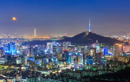 Seoul City Skyline and N Seoul Tower  in Seoul South Korea 版權商用圖片 - 41241435