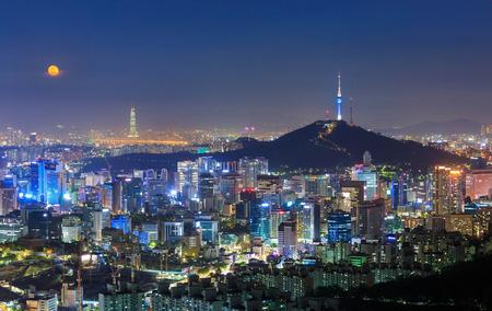 Seoul City Skyline i N Seoul Tower w Seulu, w Korei Południowej Zdjęcie Seryjne