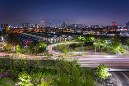 schlagbaum: Verkehr der Stadt Seoul, Südkorea. Lizenzfreie Bilder