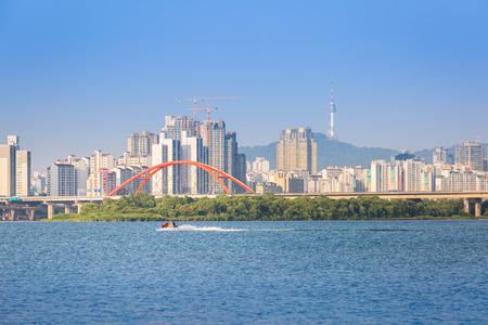schlagbaum: Seoul Stadt und Fluss Han, S�dkorea.