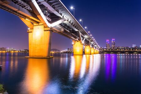 Cheongdam bridge or cheongdamdaegyo is han river bridge at night in Seoul, South Korea. Фото со стока - 134892372