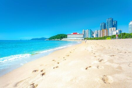 Haeundae beach and sea  sun daylight relaxation landscape viewpoint in summer at Busan in Korea. 免版税图像