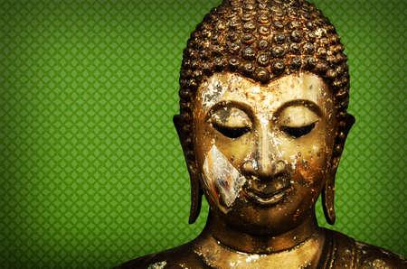 cabeza de buda: Buda Face sobre fondo verde