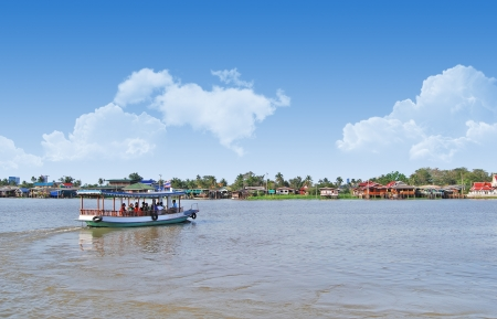 praya: Thailand, Bangkok, view of the Chao Praya river with its boats traffic  Editorial