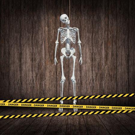 ahorcado: cuerda verdugo esqueleto s en la habitaci�n de madera oscura con cintas de peligro