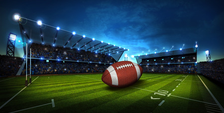 terrain de foot: Football am�ricain sur la lumi�re du stade de football am�ricain Banque d'images