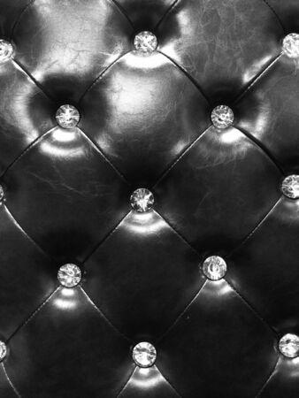 diamante negro: tapicería de cuero negro con botones de diamantes