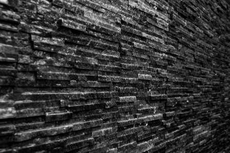 Pizarra negra húmeda piedra de fondo de la textura de pared de agua Foto de archivo - 78480795