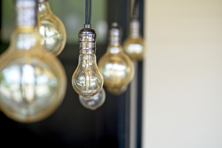 Interior design of lamp.Decorative antique style filament light bulbs hanging. Lighting lamp under the ceiling. Interior design of Vintage, Retro and industrial style lamps decorated Archivio Fotografico