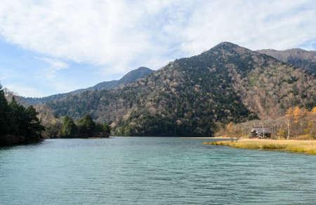 日航、日本で秋に湯の湖
