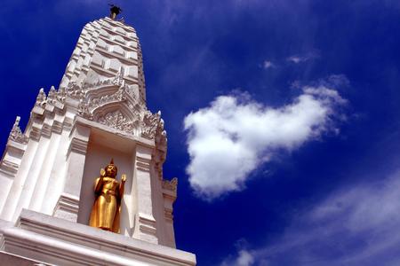 payload: Stupa of Wat Mahathat Yuvarat Rangsarit Ratchaworamahavihan in Bangkok Stock Photo