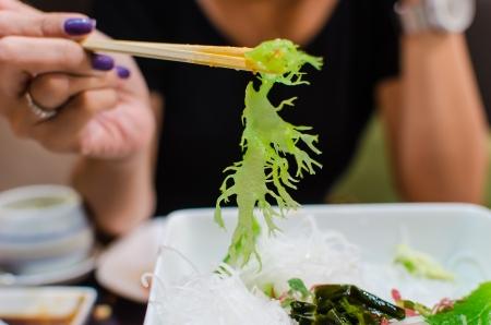 algas verdes: Japon�s con palillos abrazadera algas verdes