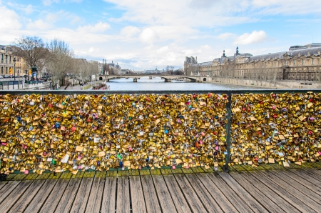 the arts: Love padlocks in the Pont des Arts bridge