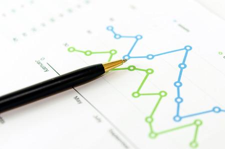 Finanzielle Graphen Analyse und Feder. Standard-Bild - 38099551
