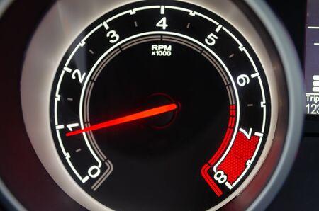 Szczegóły nowoczesnego cyfrowego samochodu prędkościomierza.