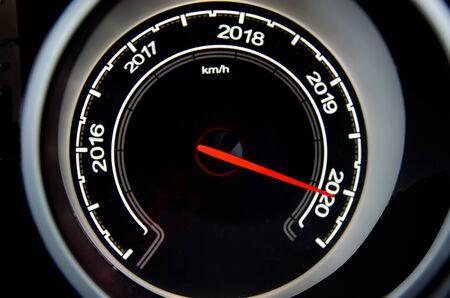 2020년 새해 개념, 디지털 속도계 자동차.