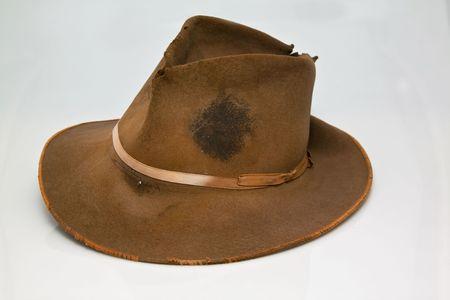 Vecchio, usurato cappello marrone, che è colorato con dolce di duro lavoro  Archivio Fotografico - 7688511
