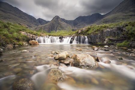 Waterfall in the Fairy Pools rocky stream on Isle of Skye Imagens