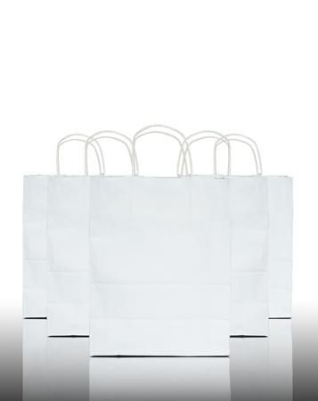 white paper bag: Bolsa de papel blanco en reflejar el fondo blanco y piso