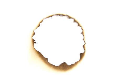 papel quemado: Papel quemado agujero