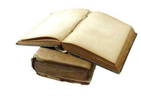 Mucchio di vecchi libri isolati su sfondo bianco Archivio Fotografico