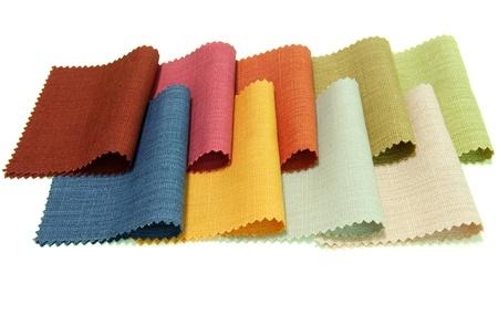 Tono di campione di tessuto multicolore su sfondo bianco