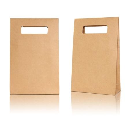 Bruine papieren zak op reflecteren vloer en witte achtergrond Stockfoto - 18358034