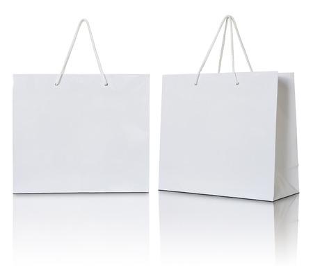 Bolsas de papel blanco sobre fondo blanco Foto de archivo - 32571820